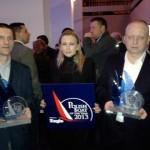 Jeanneau recogiendo el premio yate año 2013