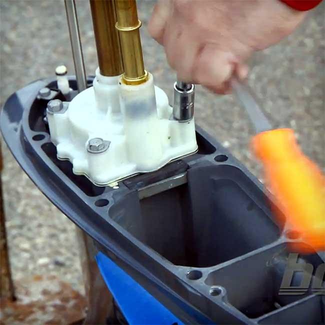 C mo cambiar el impulsor de la bomba de agua del motor for Cambiar bomba de agua