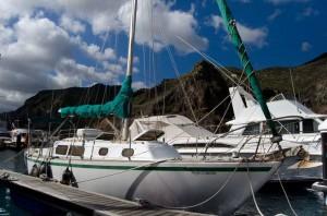 Velero atracado en Marina Tenerife