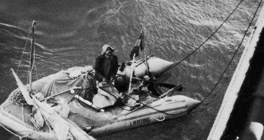 Alain Bombard a bordo del