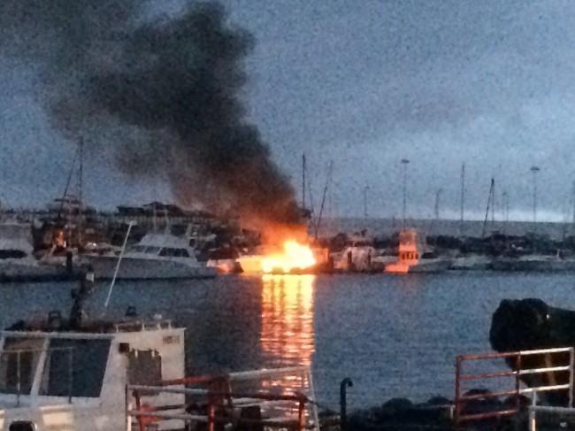 Un rayo incendió una embarcación en Santa Cruz de Tenerife