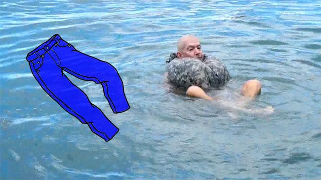 Cómo hacer un salvavidas con unos pantalones