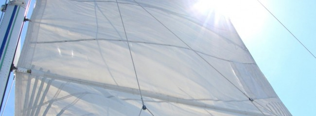 (Español) Consejos para limpiar las velas del barco