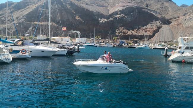 Náutica y Deportes entrega una embarcación Pacific Craft 545 Open
