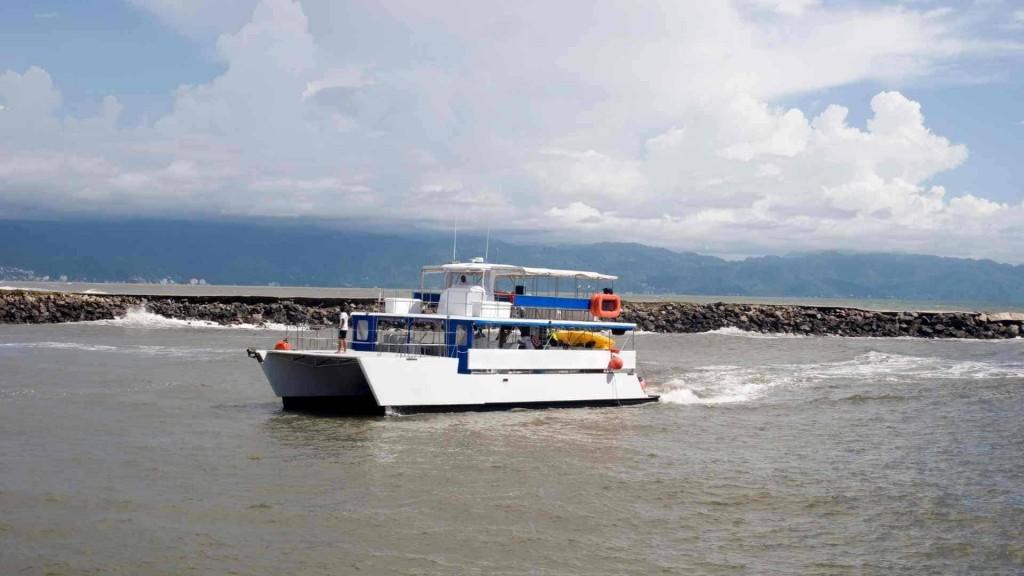 Catamarán para la pesca dársena pesquera Náutica y deportes Tenerife.